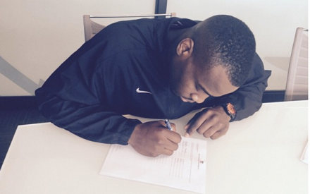 Chris Manhertz posted a picture of himself signing a contract with the Bills.